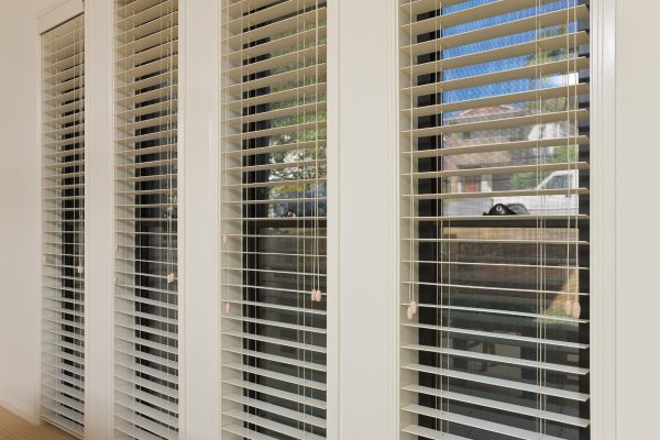 Fauxwood-Venetian-Blinds-Close-Up